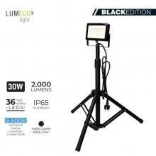 "FOCO PROYECTOR LED CON TRIPODE 30W 6400K 2000 LUMENS ""BLACK EDITION"" LUMECO"